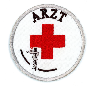 Emblem gestickt ARZT mit rotem Kreuz und Klett